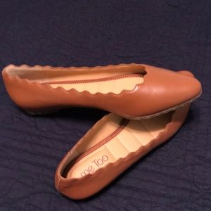 Brown scalloped flats. Built in extra cushion.